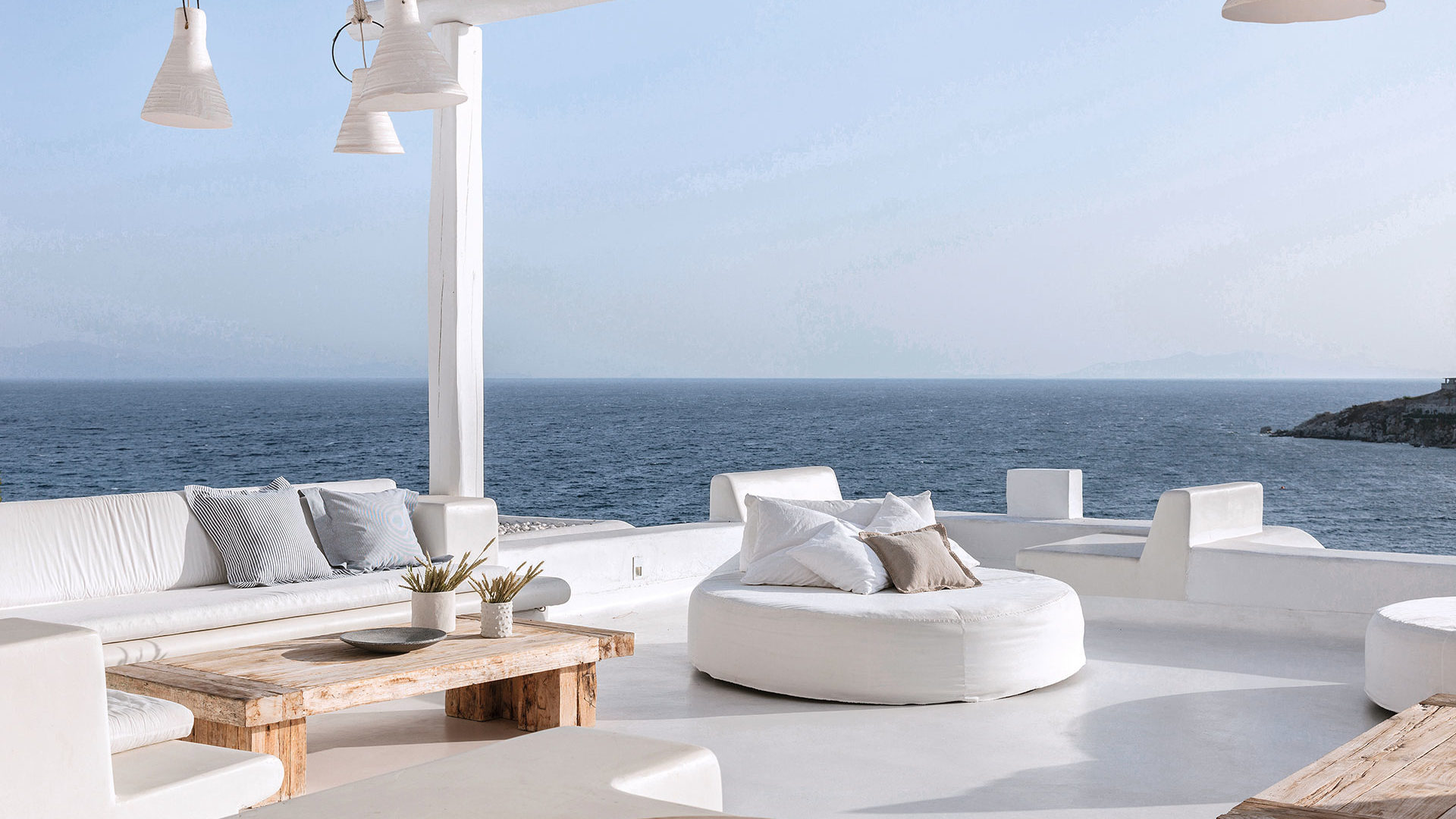 Mykonos_Blu-13-Royal-Blu-Mansion-outdoor-living-area-with-sea-view_72dpi