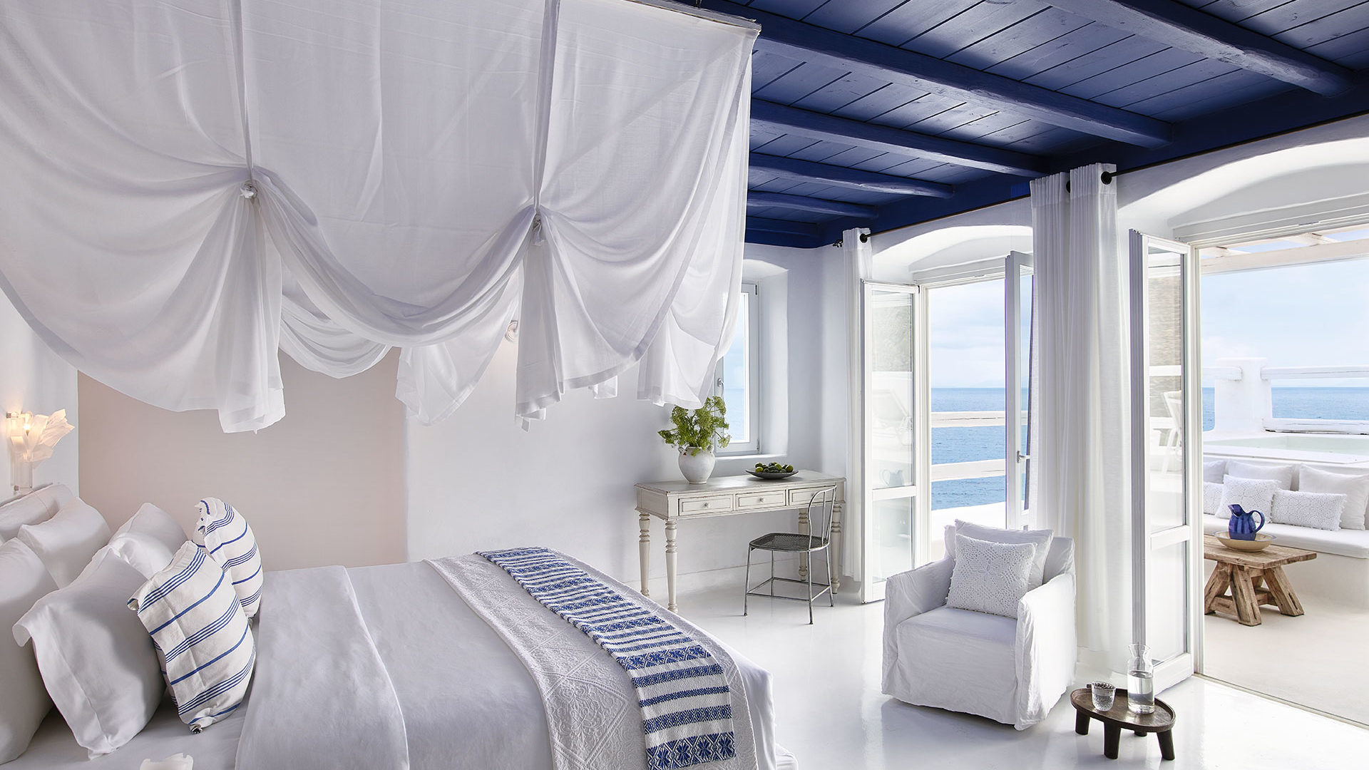 Mykonos_Blu-17-Deep-Blu-Villa,-King-Size-Bed-Facing-the-Aegean_72dpi